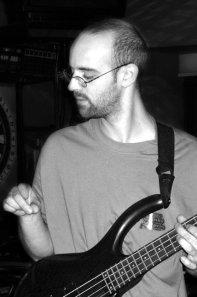 Sylvien, bassiste mime